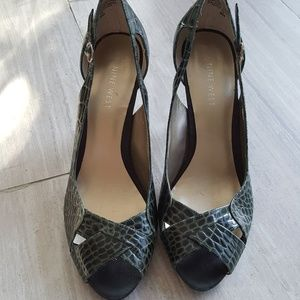 NINE WEST OLIVE GREEN SNAKE PRINT OPEN TOE HEELS